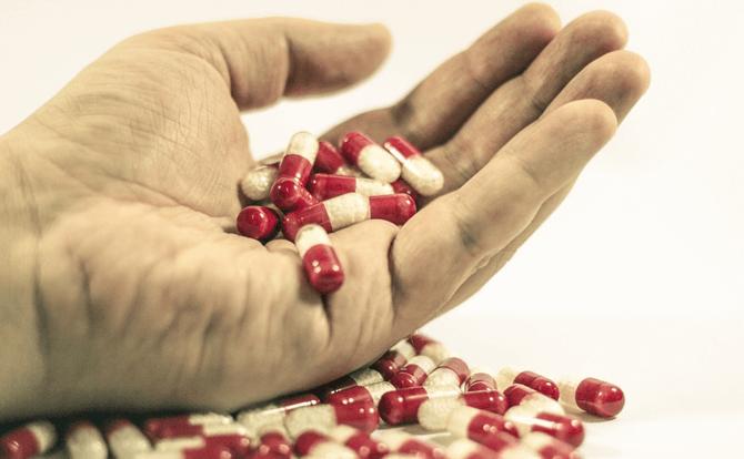 妊婦さんが市販の便秘薬を飲むことで起こるリスクとは?